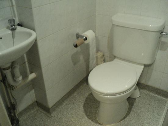 Victor Hotel London Victoria: nice clean bathroom