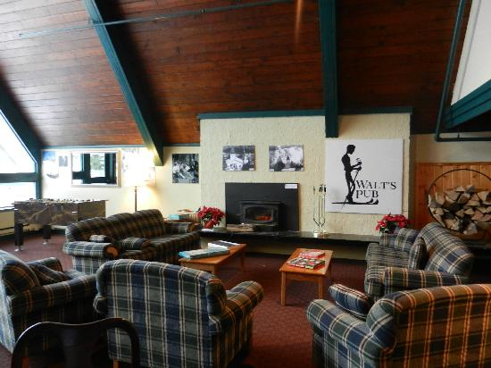 Snow Lake Lodge: walts pub