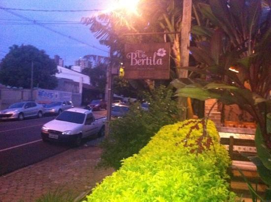 Vo Bertila Pizza & Pasta: sign on the patio