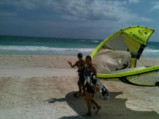 Morph Kiteboarding : Lindsay giving Jodie Gates an advanced lesson at MORPH