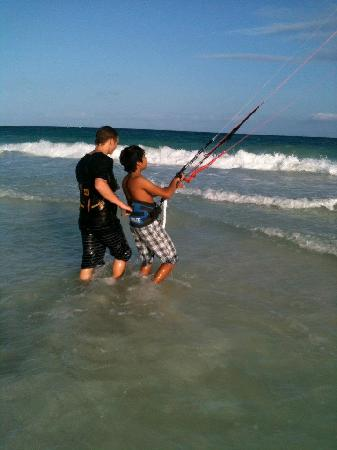 Morph Kiteboarding : Instructor John giving Tulum local Arturo his first taste of a big kite