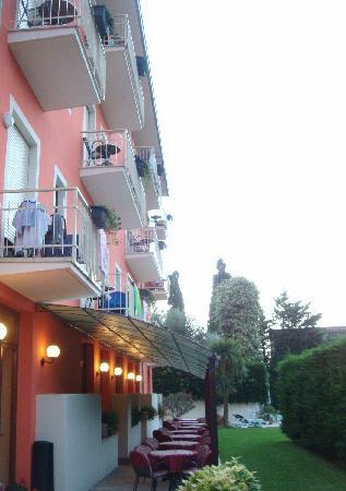 Hotel Garni Diana: balconies