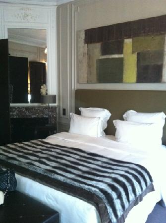 Champs Elysees Plaza Hotel: letto