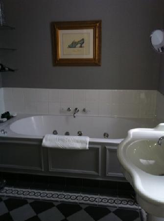 Champs Elysees Plaza Hotel: bagno