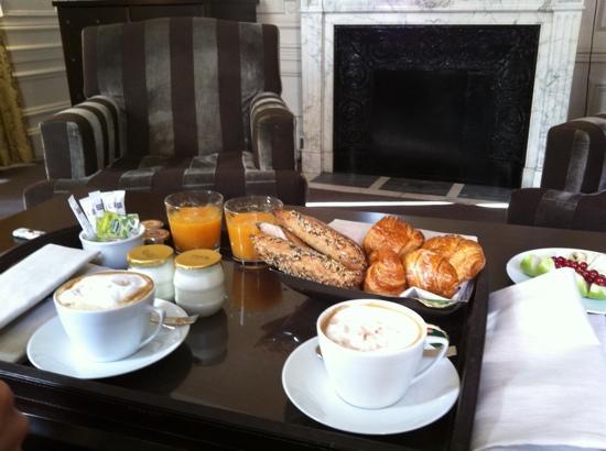 Champs Elysees Plaza Hotel: colazione
