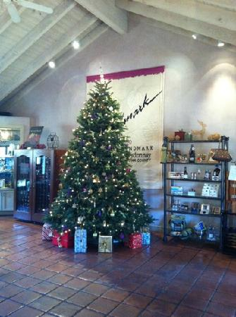 Landmark Vineyards: tasting room and small gift shop