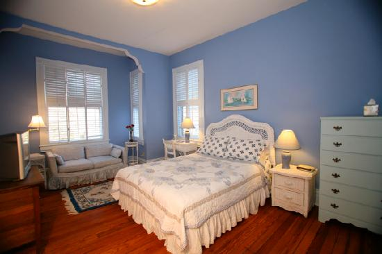 Blue Heaven Bed and Breakfast: Newport Room
