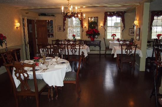 Grafton Inn: Section of Dining Room
