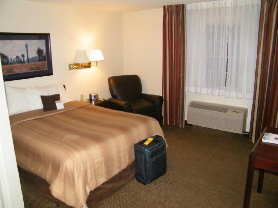 Candlewood Suites Las Vegas: Bett und Sofa