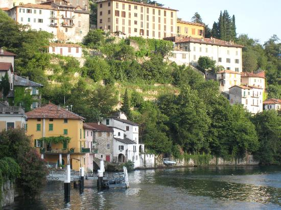 Nesso, Italy: Walk down to the lake from the restaurant
