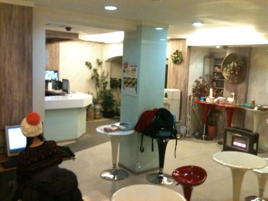 Travelers A: lobby and the public area