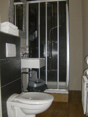 Hotel Santa Maria: Bathroom