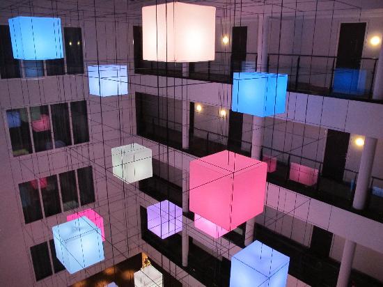 Hotel Lumen: Cool colour changing lights at Lumen