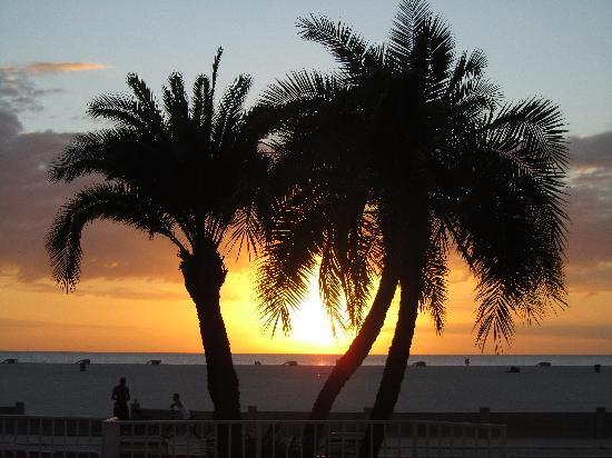 Page Terrace Beachfront Hotel: Sonnenuntergang