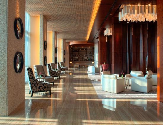 Hyatt Capital Gate: Lounge