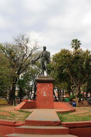 Plaza Uruguaya: Monumento de Artigas
