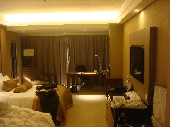 HaiWaiHai Crown Hotel: room