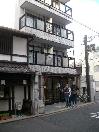 Backpacker's Ryokan Budget Inn: Street View of Budget Inn