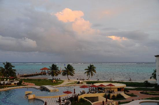 Grand Caribe Belize Resort and Condominiums: view from balcony