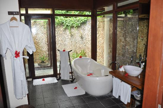 Mandala Spa & Resort Villas: Bathroom