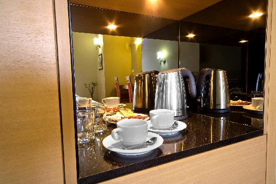 SV Business Hotel Diyarbakir : complimentary tea and coffee making facilities
