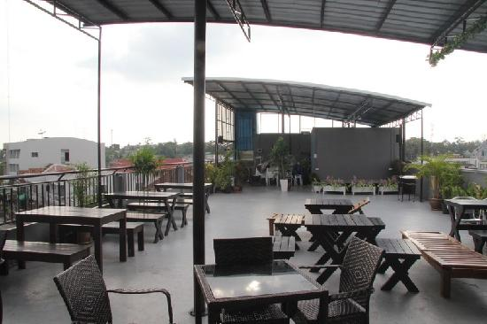 Pak-Up Hostel: The rooftop area to relax in