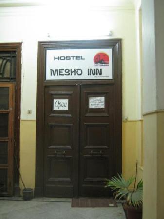 Mesho Inn Hostel : sign