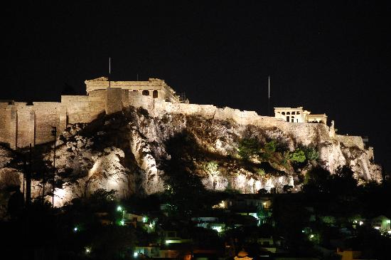 Hotel Myrto Athens: Acropolis from hotel room bathroom window