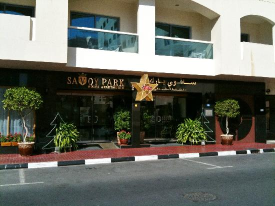 Savoy Park Hotel Apartments: Hotel entrance