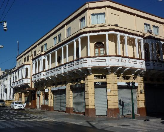 هوتل بان أمريكان: Exterior of hotel, from Paseo de La Sexta