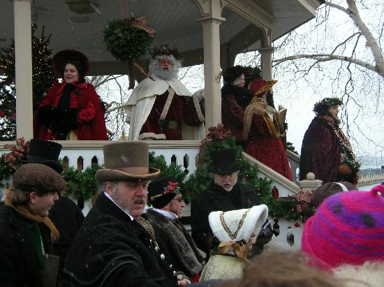 Gray House: Caroling at the gazebo