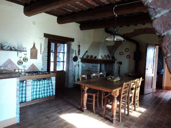 il soggiorno/cucina con camino ! - Foto di Borgo San Donnino, Città ...