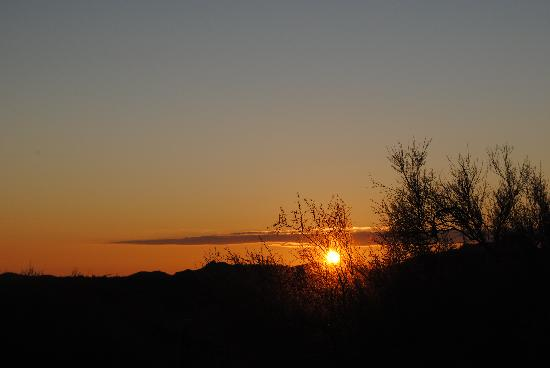 Rancho de los Caballeros: desert sunrises are the best!