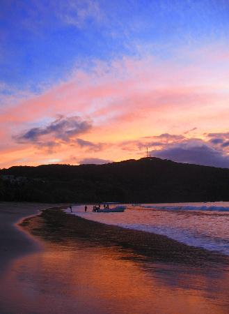 Villas Sol Hotel & Beach Resort: Gorgeous sunset from the beach.