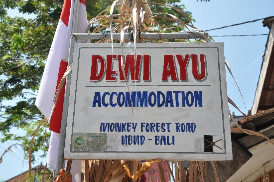 Dewi Ayu Accomodation: entrance