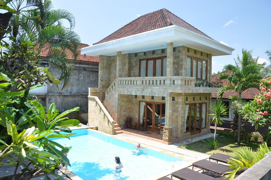 Dewi Ayu Accomodation: fantasic pool