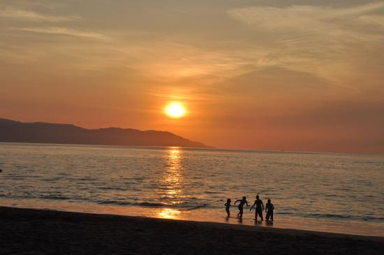 Buenaventura Grand Hotel & Great Moments All Inclusive: sunset in front of hotel