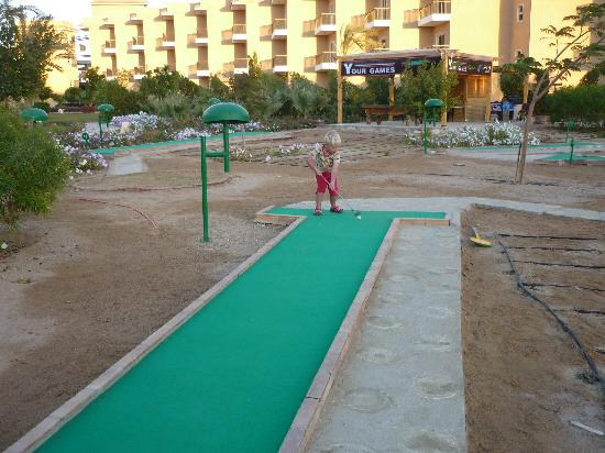The Three Corners Sunny Beach Resort: Mini golf