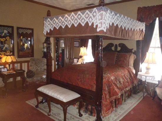 The Aerie Bed and Breakfast: Magnolia Suite