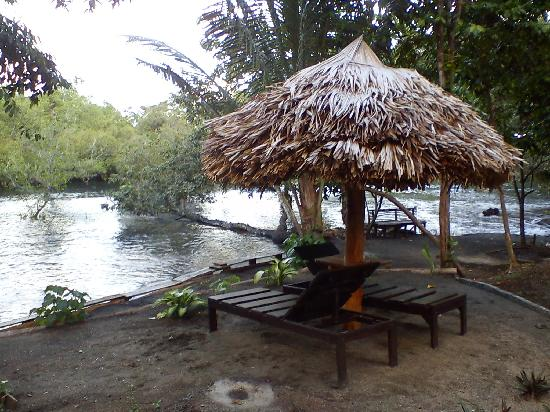 Mamaling Resort Bunaken: Beach