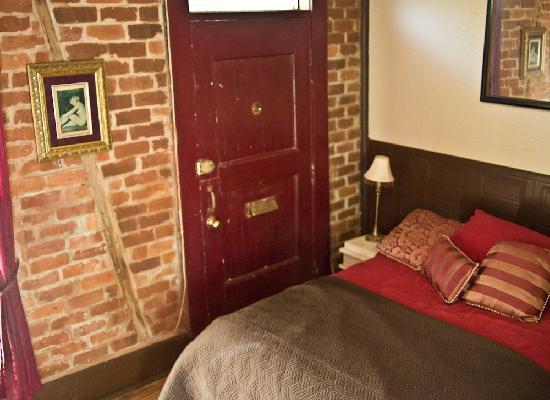 La Boheme de Marigny: Bordello Queen bed