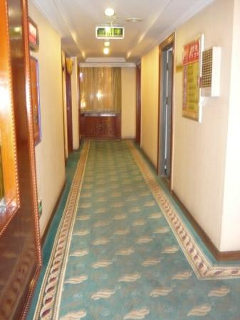 Palace Century Hotel: corridor to rooms