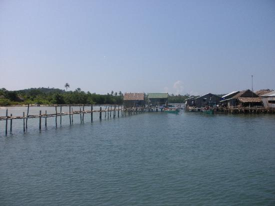 Adventure Charters Cambodia Day Trips: The fishing village