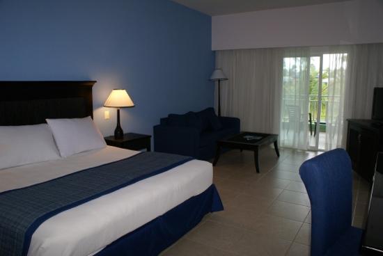 Ocean Blue & Sand: room