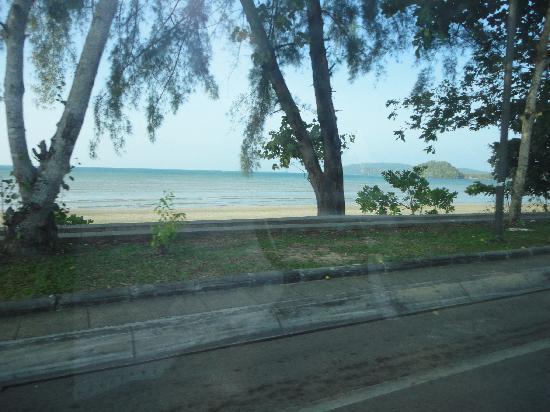 Aonang Buri Resort: beach in front