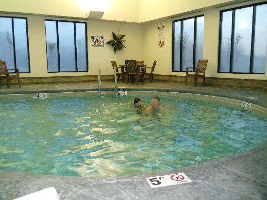 La Quinta Inn & Suites Springfield Airport Plaza: Pool Time