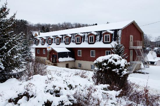 HI Mont-Tremblant: HI Auberge de Jeunesse Mont Tremblant - exterior