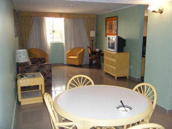 Clarion Hotel & Suites Curacao: Sala - comedor