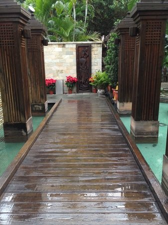 Shan Yue Hotspring Hotel Taipei : nice walkway to the lobby
