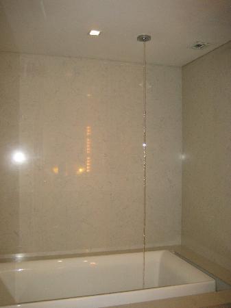 Maduzi Hotel: Jacuzzi Bath